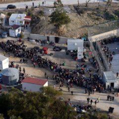 Σε εξέλιξη αστυνομική επιχείρηση στη Λέσβο για τη μεταφορά προσφύγων στο Καρά Τεπέ