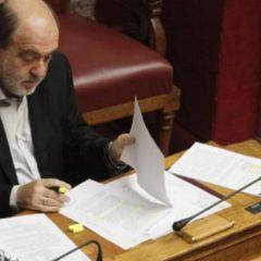 Κατέρρευσε στη Βουλή ο Τρύφωνας Αλεξιάδης-Μεταφέρθηκε στο ιατρείο και είναι εκτός κινδύνου