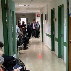 Καλά κρατεί η ταλαιπωρία των πολιτών στα φαρμακεία του ΕΟΠΥΥ στη Θεσσαλονίκη – «Aυτοψία» του Radio North 98